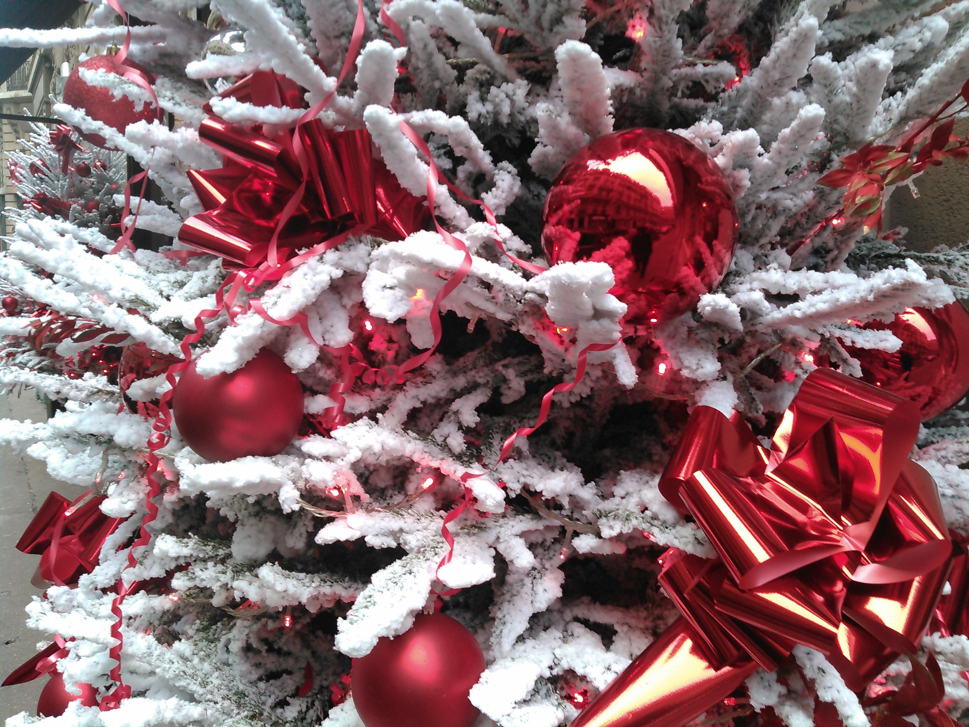 sapin de noel rouge blanc - Les Jardins de Villebois